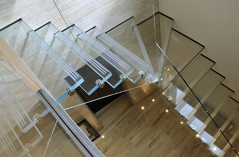Stylish glass staircase inspired by the Apple Store creation