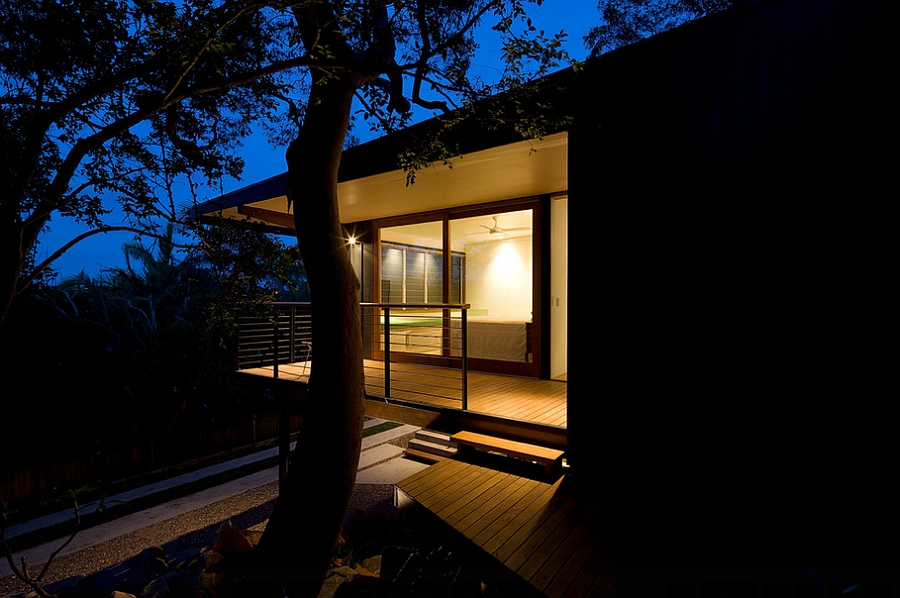 The House dissapears into canopy at night