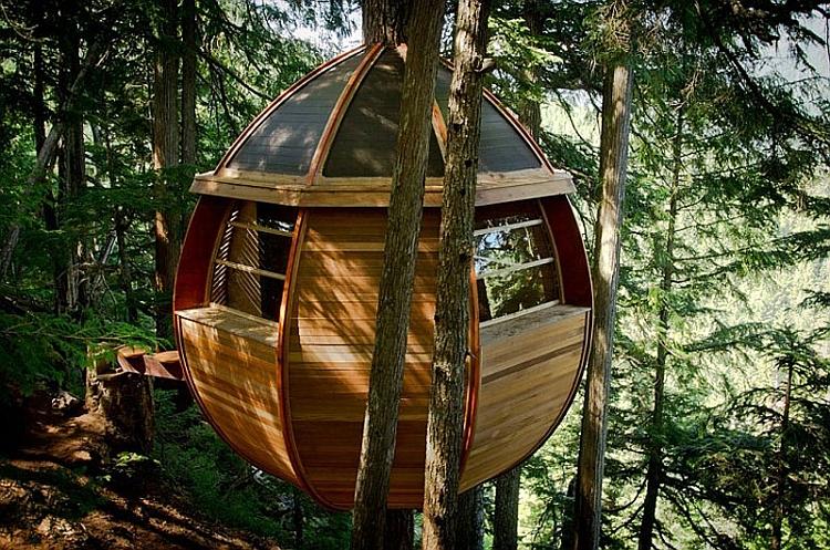 Treehouse cabin in Whistler by Joel Allen
