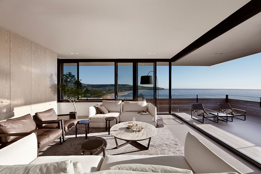 Unabated ocean views from the interior