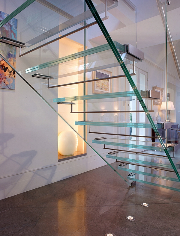 Uncomplicated design of the contemporary glass stairway