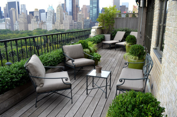 balcony boxwood design 600x397 Dreamy and Classic Boxwood Gardens