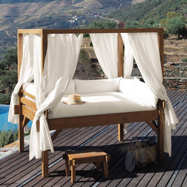 A view to marvel at as you relax in your outdoor canopy bed