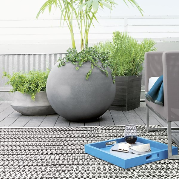 Ball-shaped planter