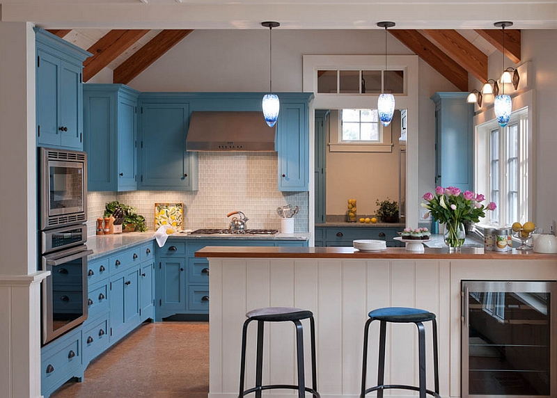 Beachy blues and warm whites combined with elegance in the kitchen