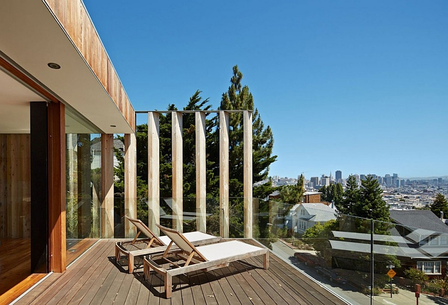 Beautiful terrace of the private home with views of San Francisco City Skyline