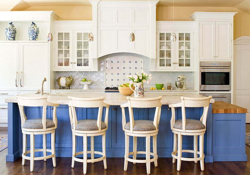 Blue and white interiors living rooms kitchens bedrooms for White and blue kitchen ideas