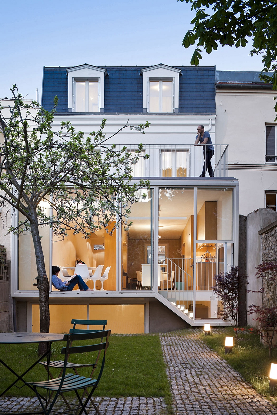 Traditional french house in vincennes gets a sparkling for Modern contemporary homes