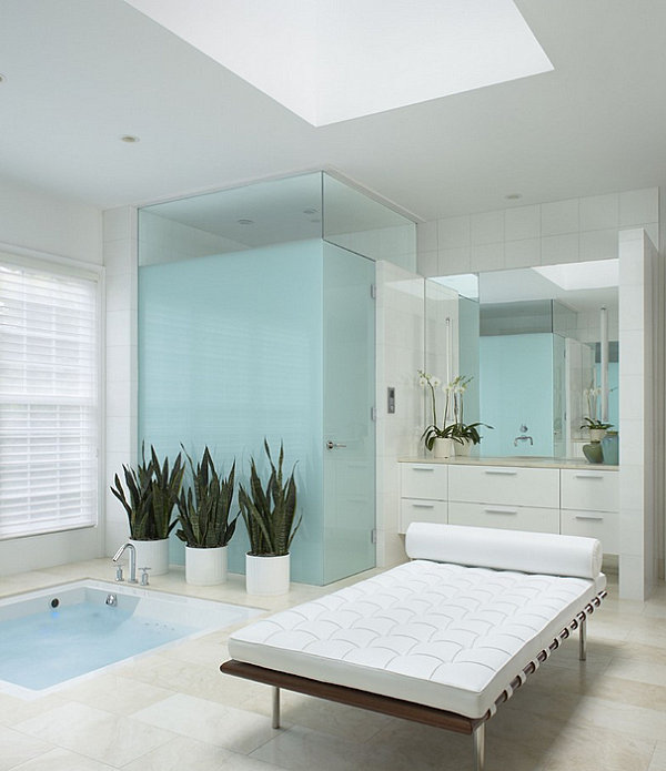 Crisp bathroom with ample greenery