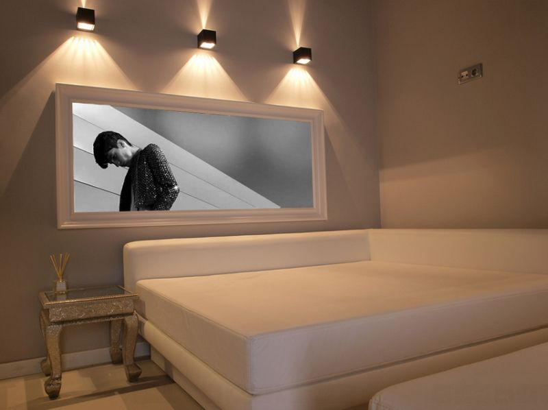 Eclectic and minimal bedroom with sconce lightng