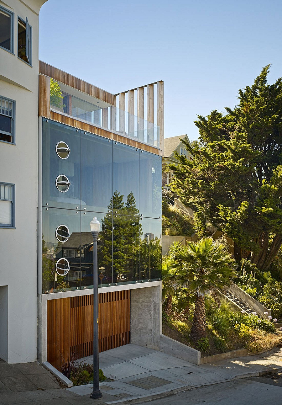 Glass facade of the Peter's House by Craig Steely Architecture