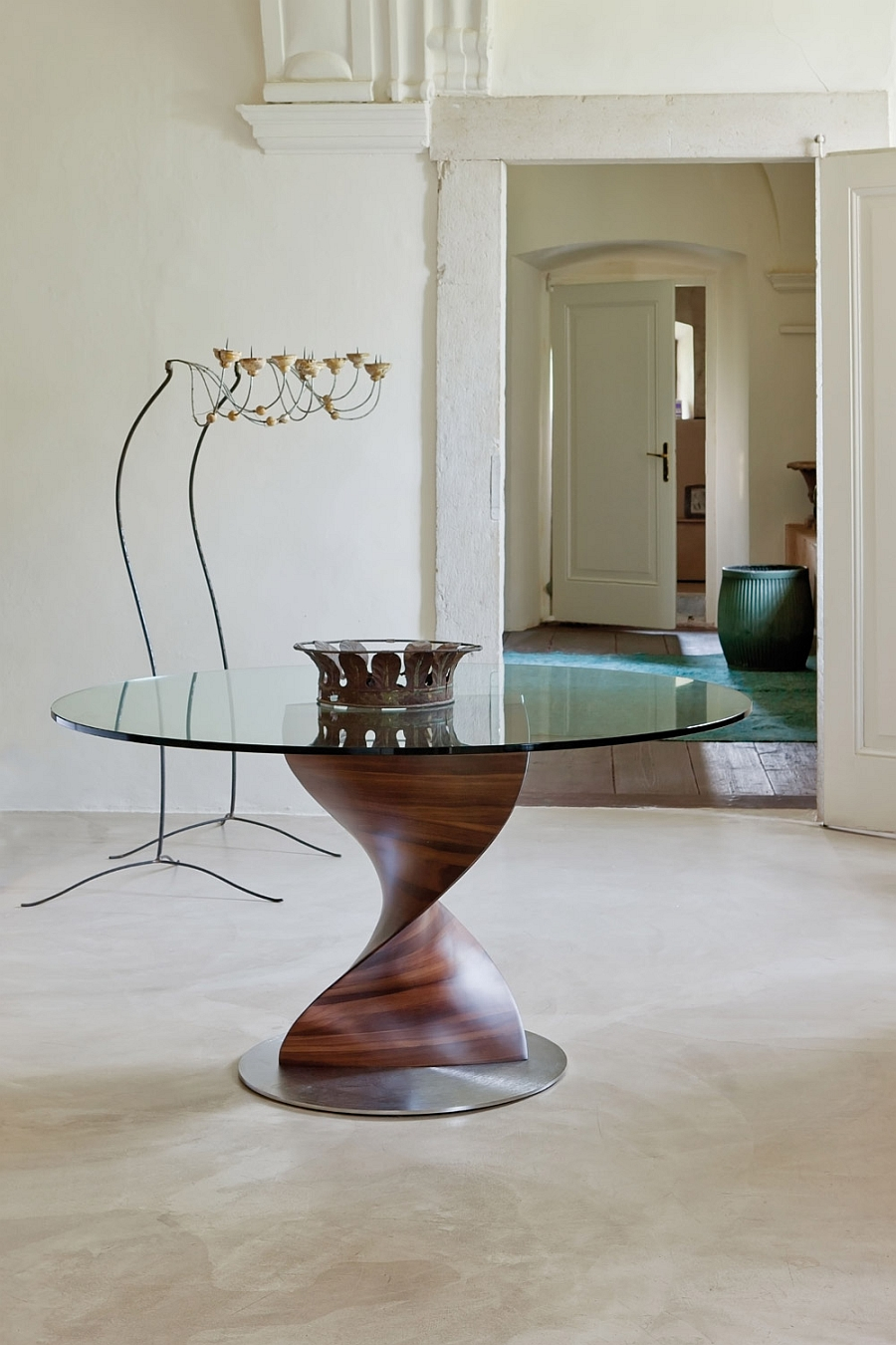 Gorgeous dining table with a unique sculptural base