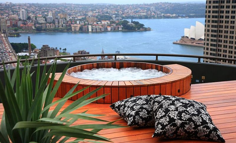Hot tub atop the city penthouse offers stunning views of Sydney