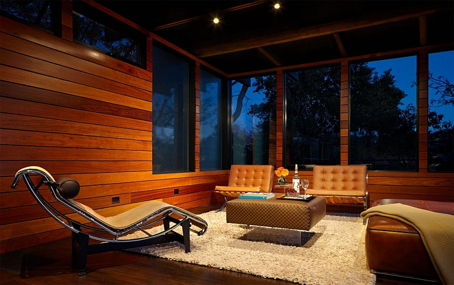 Iconic Midcentury Modern Decor in the family room