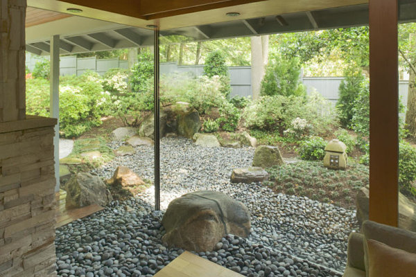 Home gardening in unusual spaces for Jardin interieur japonais