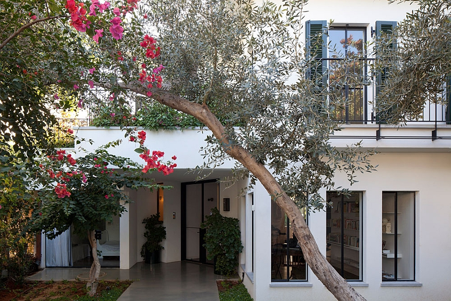 Large trees offer natural privacy to the home Exquisite 80s Home In Israel Gets A Grand, Modern Makeover!
