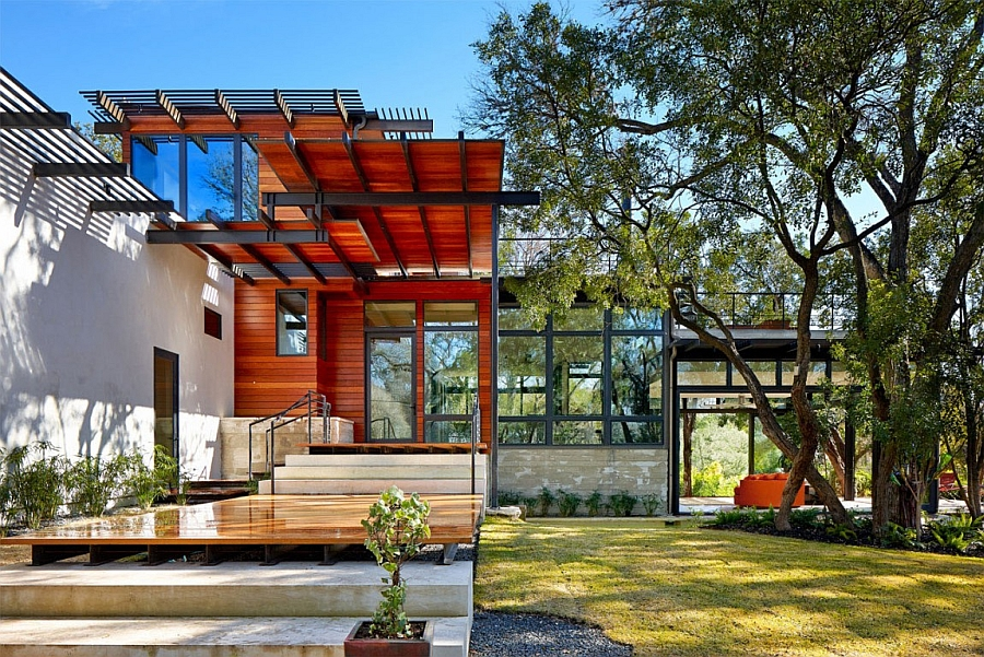 Metal frame and wood shape the exterior of the eco-friendly house