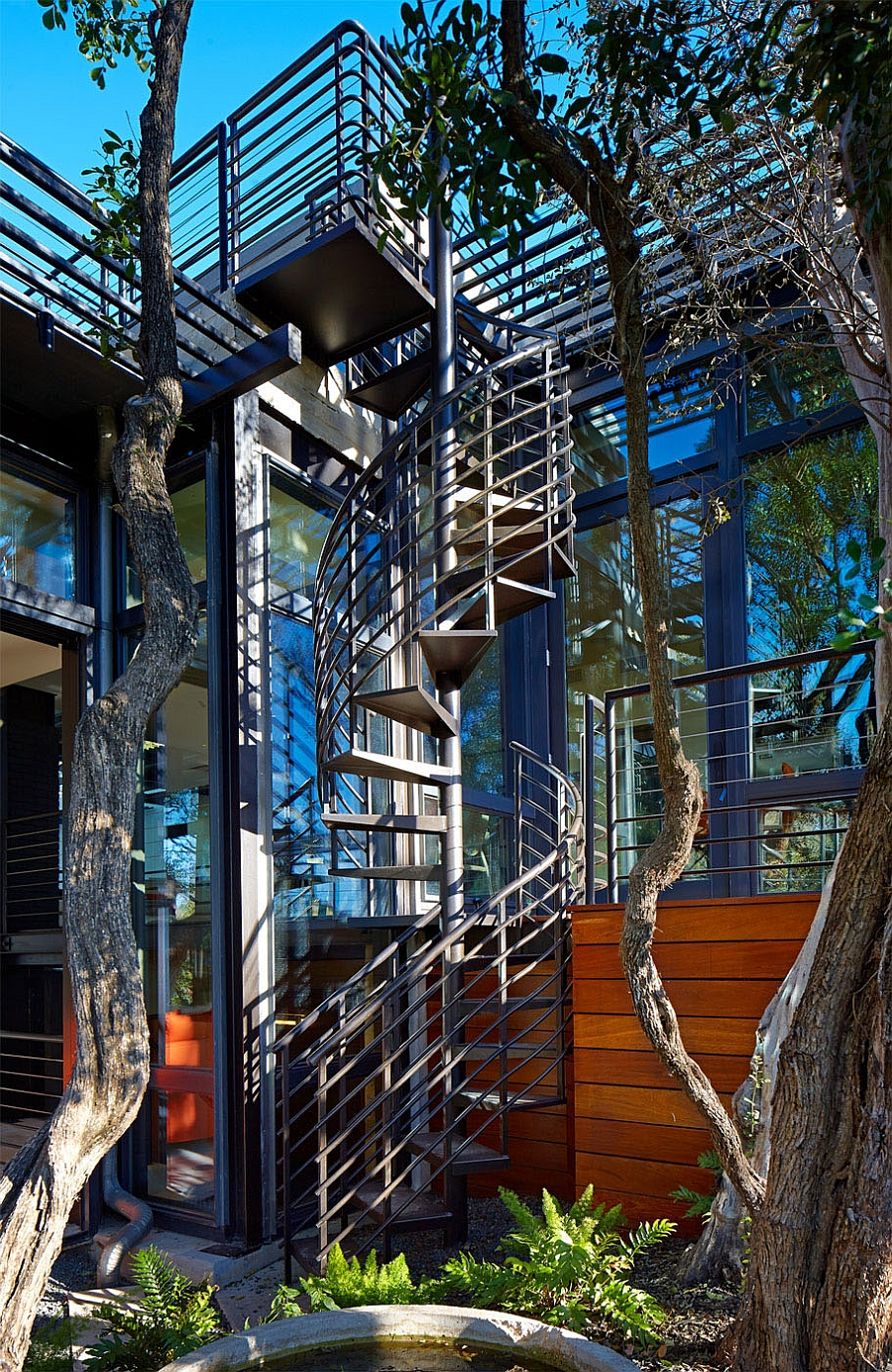 Metallic spiral staircase for the contemporary home
