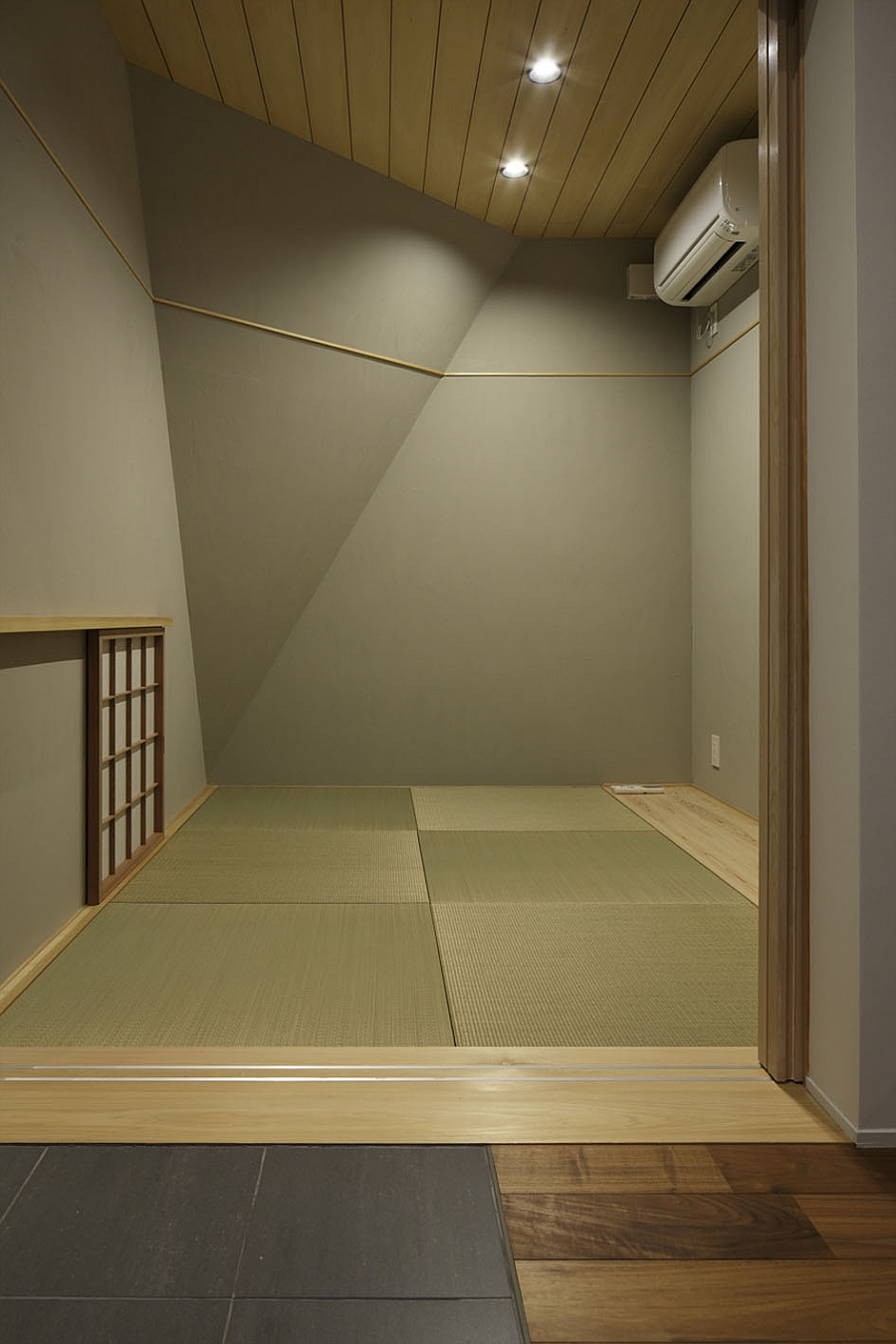 Minimal and elegant inetriors of the Japanese house with shoji screens