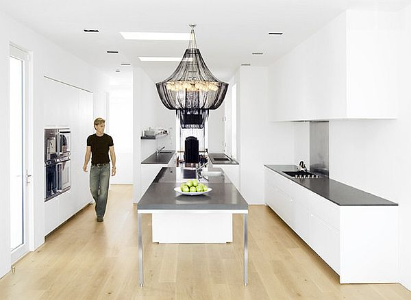 Minimalist use of black and white in the kitchen