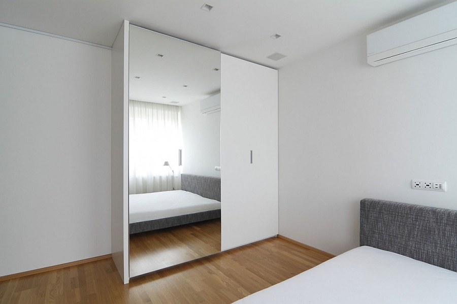 Mirrors help in enhancing visual space in small bedrooms