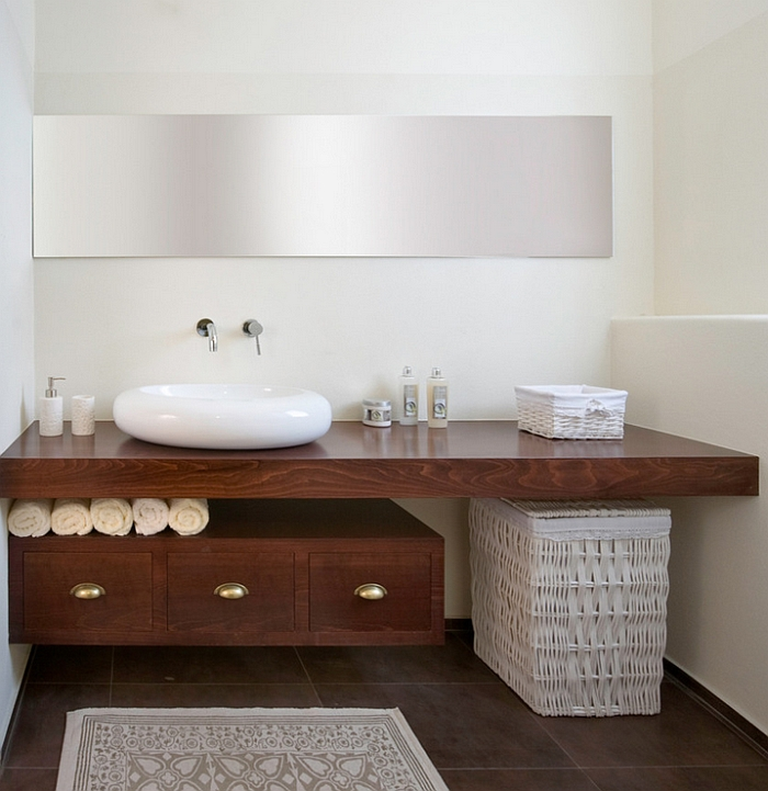 Perfect blend of the classic and the contemporary in the bathroom