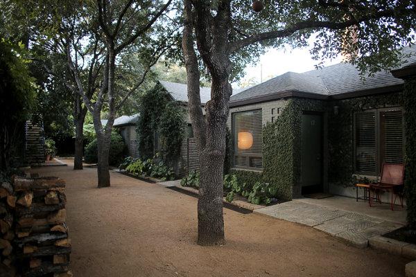 Shaded path at Austin's San Jose Hotel
