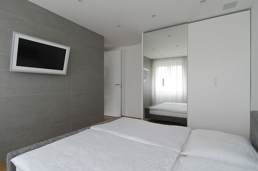 Sliding doors in the bedroom