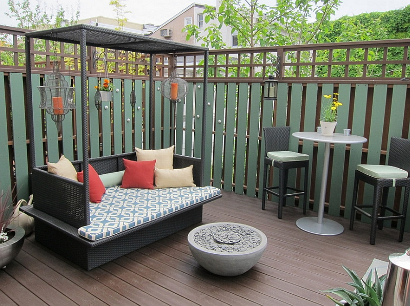 Small outdoor bed with canopy for the compact modern deck