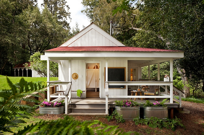 Small porch idea for the farmhouse style home How To Bring Home The Farmhouse Style With Panache!