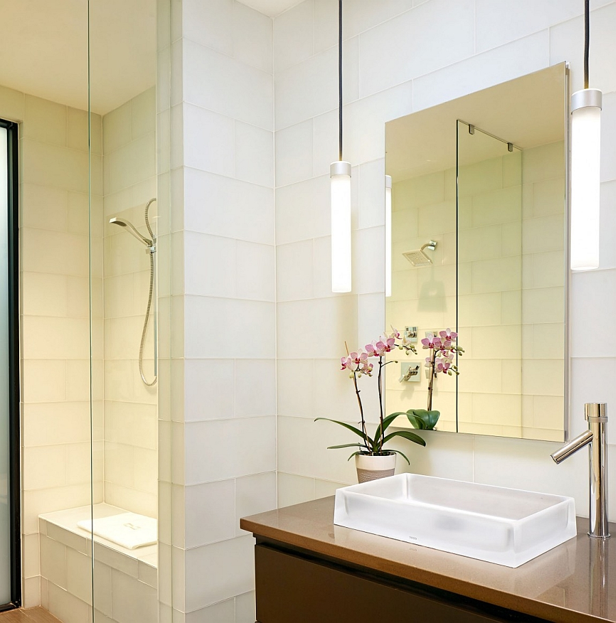 Smart lighting enlivens the bathroom