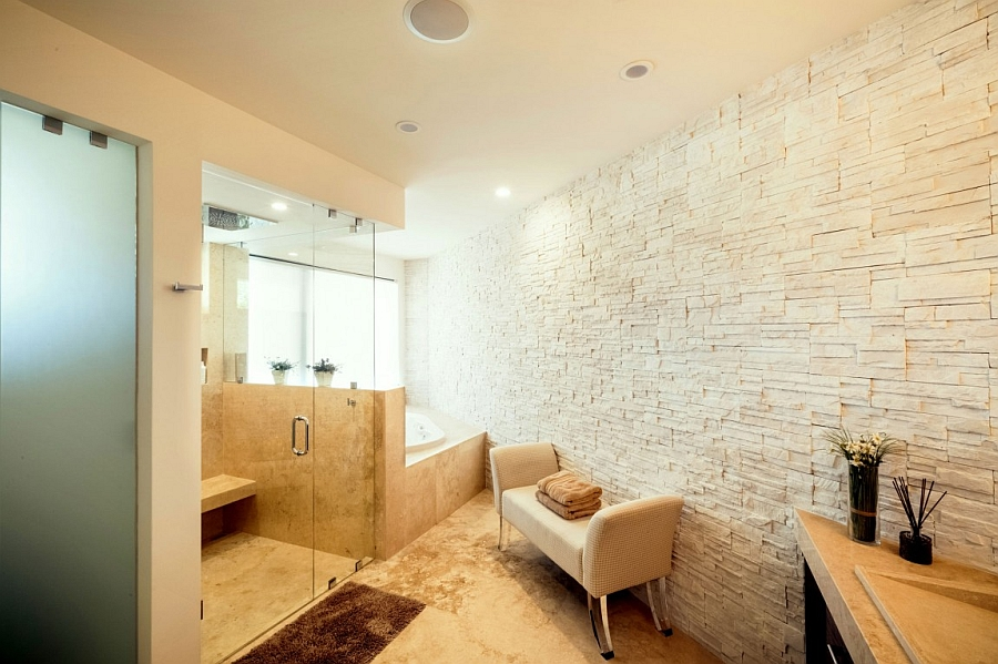 Smart use of space in the spa-like contemporary bath