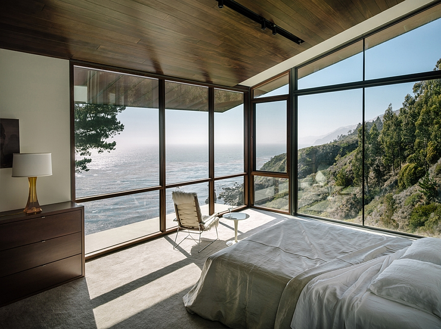 Stunning contemporary bedrrom of cliffside california home with Pacific Ocean views