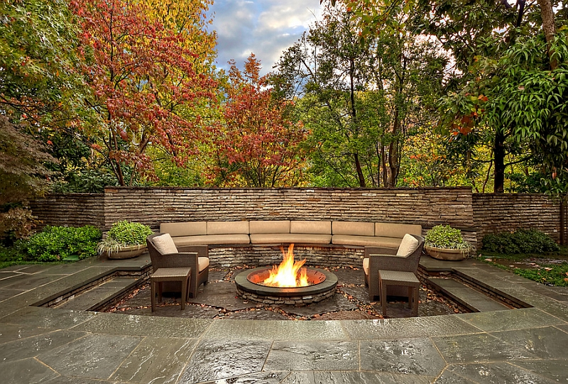 Sunken fire pit with a subtle change in the various levels of the outdoor space