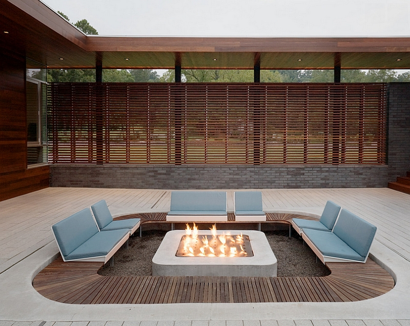 Sunken patio offers ample privacy along with the wooden slats that surround the place