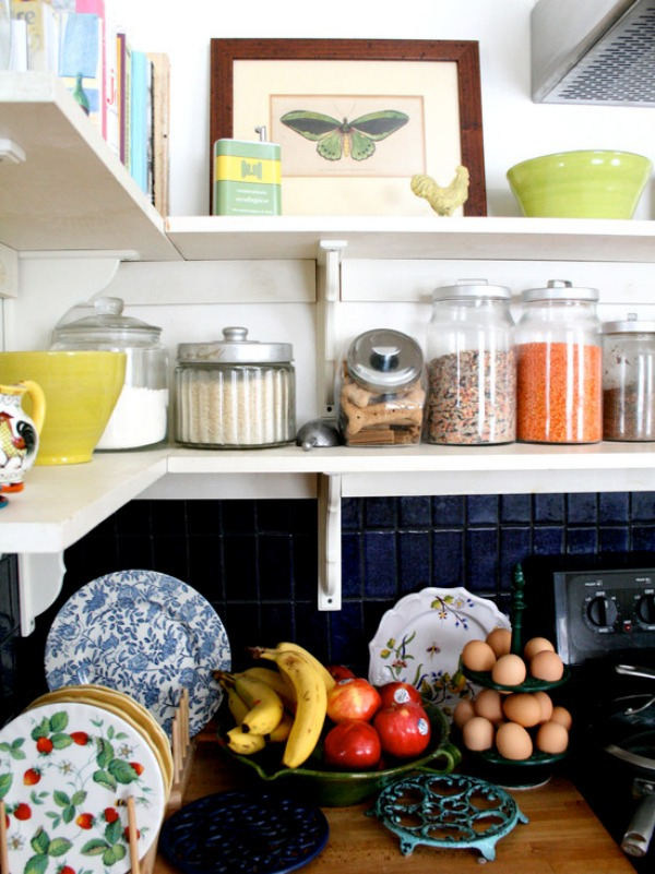 eclectic-kitchen corner shelf