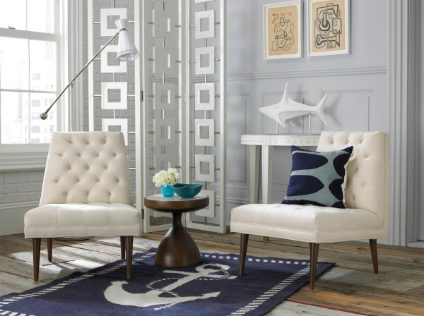 Anchor-motif rug for crisp summer style