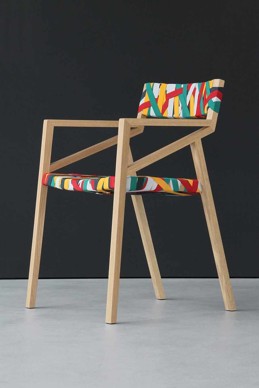 Bretelle chair Designed by Luca Martorano with Georg Muehlamm