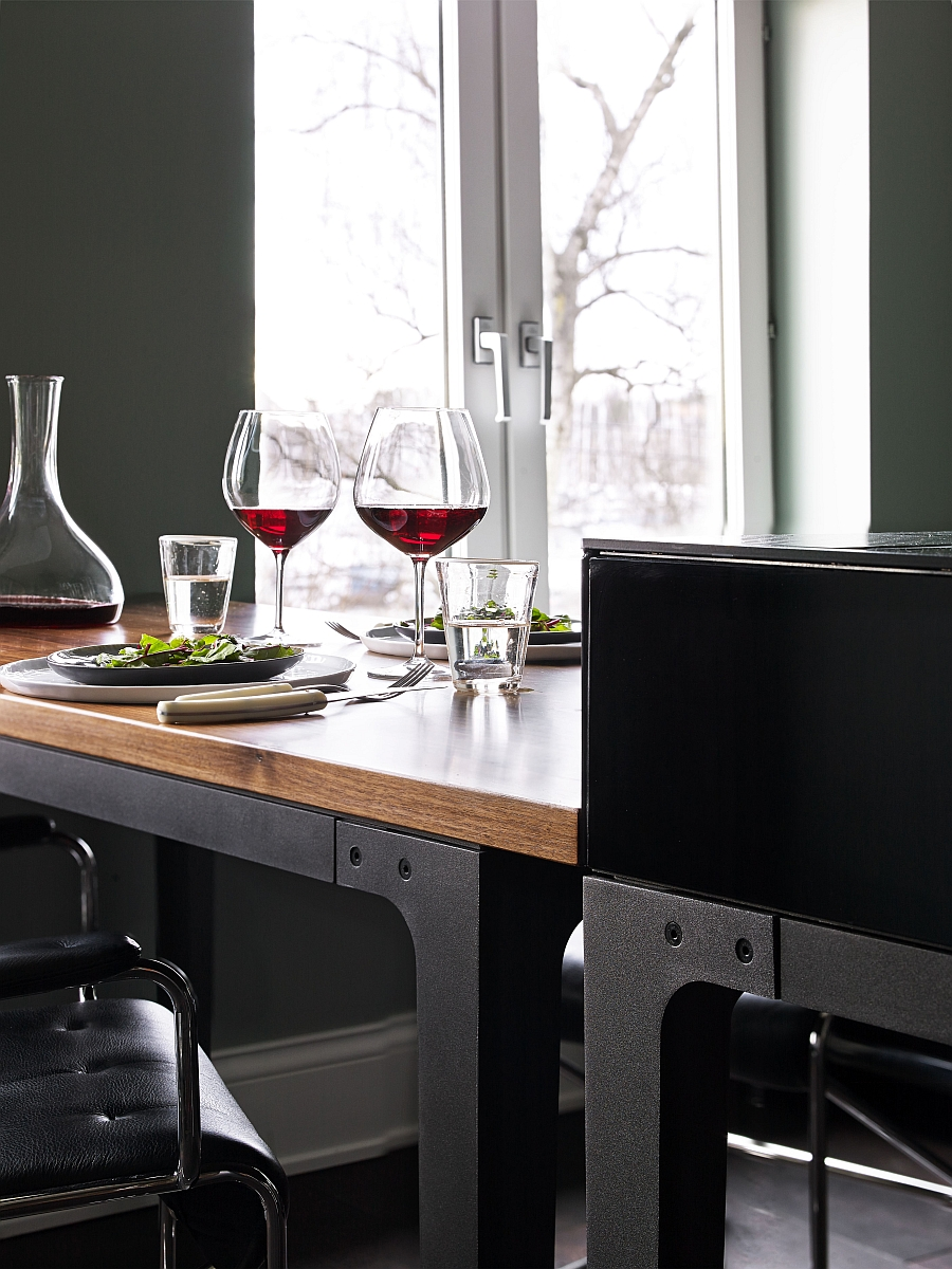 Combining the dining space with the kitchen in a seamless fashion