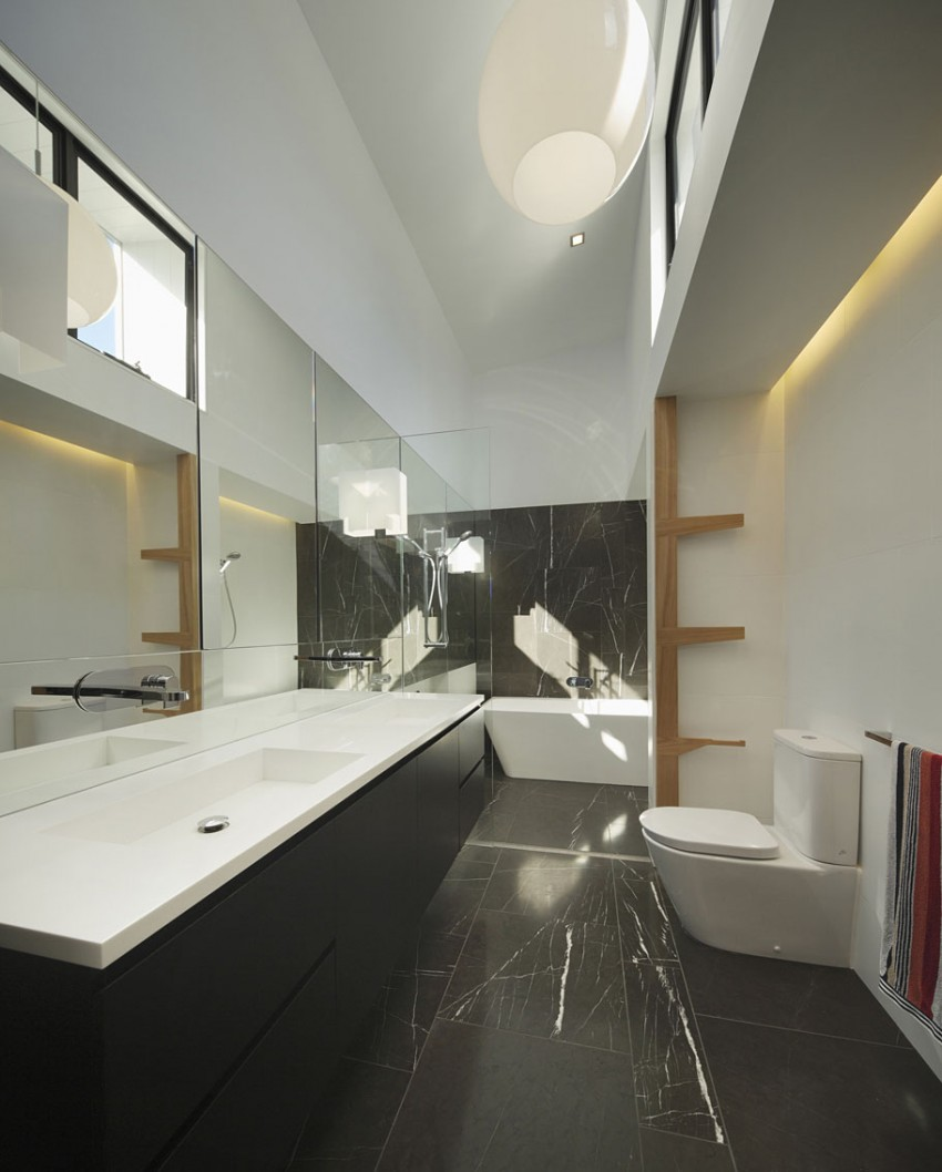 Contemporary bath in black and white