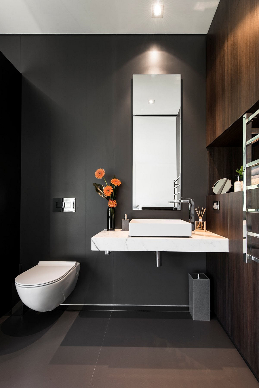 Design idea for an elegant, small bathroom in gray and white