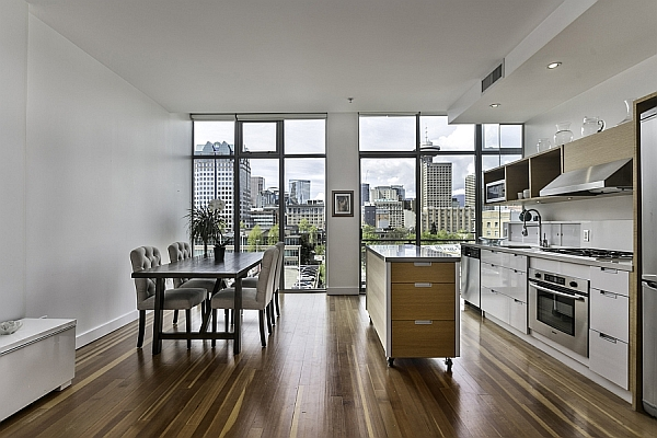 Dramatic Views And A Snazzy Interior Shape Loft-Style Apartment In Vancouver