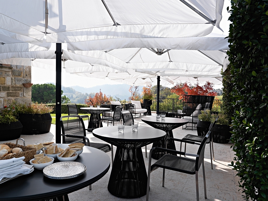 Fabulous outdoor funtiture offers ample comfort and sophistication