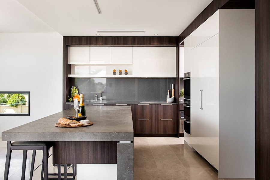 Kitchen shelving that disappears into the backdrop