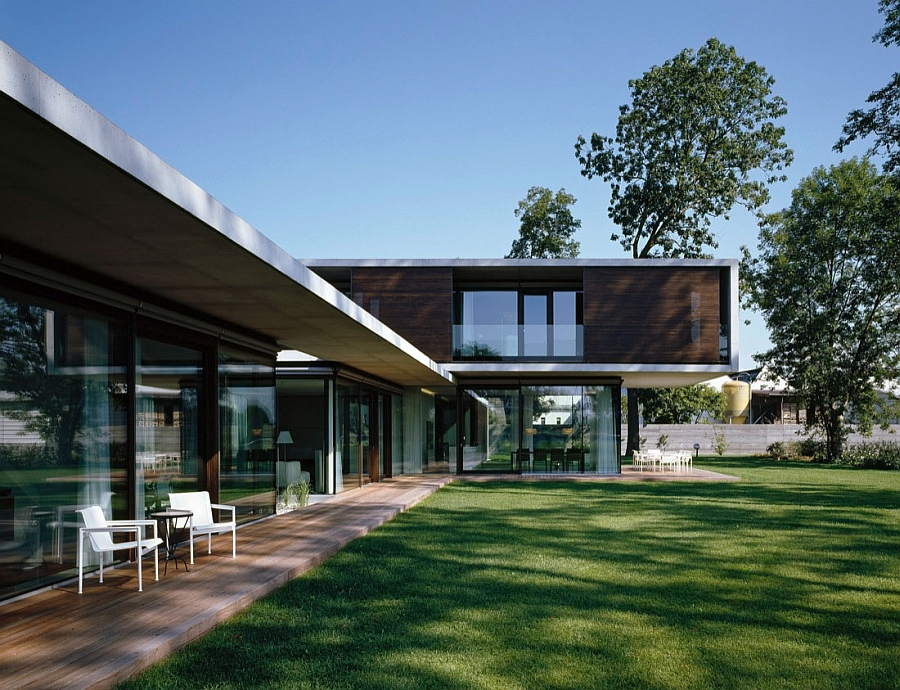 Large, framed sliding glass doors ensure that there is an indoor-outdoor interplay