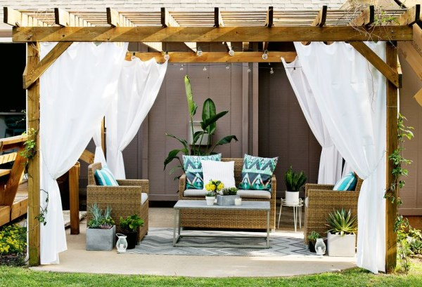 Lounge with outdoor curtains