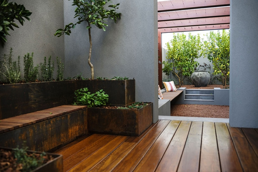 Lovely little outdoor lounge draped in natural goodness
