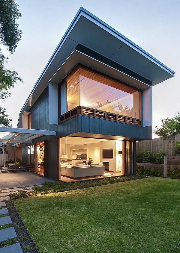 Chic Sydney House Extends Its Living Area With A Cool Glass Roofed Pergola