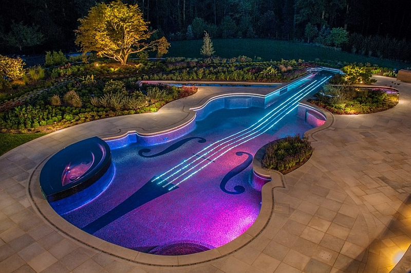 Modern swimming pool inspired by the violin