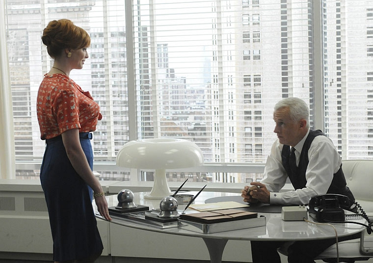 Nesso Stars along with Roger Sterling on Mad Men!
